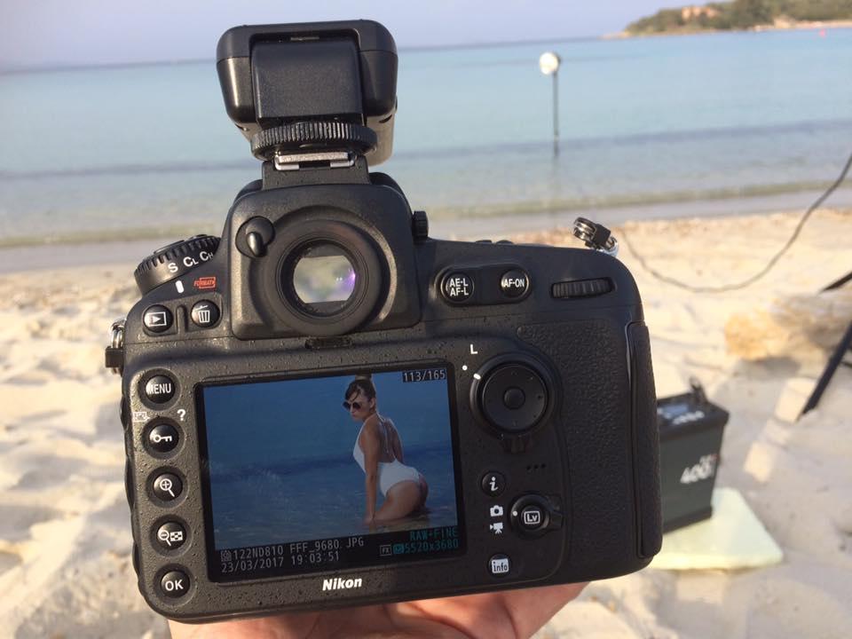 Beachwear e fotografia pubblicitaria: Flash in mare per una luce d'effetto strepitosa con ELB 400